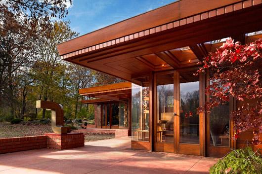 Frank Lloyd Wright modern home exterior