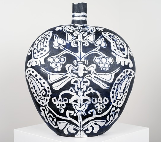 Elizabeth Kley, black and white vase