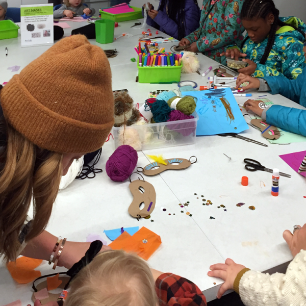 2018 winter family day children making crafts