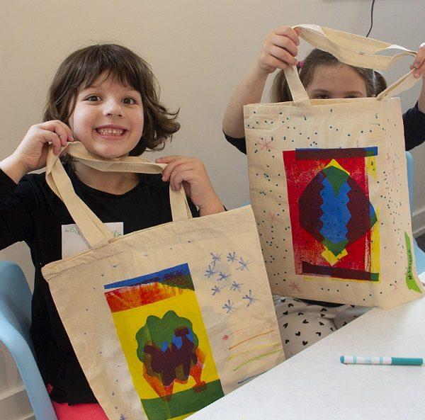Kids Making Screenprinted Totes in ArtLab
