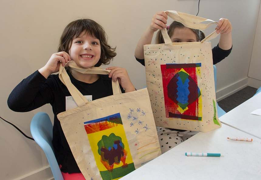 Kids Making Screenprinted Totes in ArtLab
